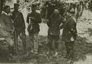 Soldats coloniaux et fantassins au cantonnement à Montreux-Vieux