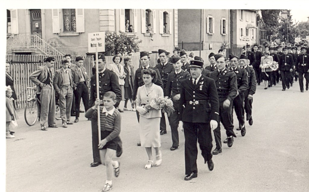 Le défilé de la section montreusienne avant les épreuves