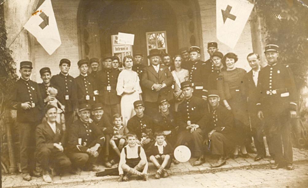 Les sapeurs-pompiers avec les infirmiers-brancardiers