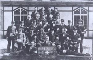 Les infirmiers-brancardiers devant le buffet de la gare