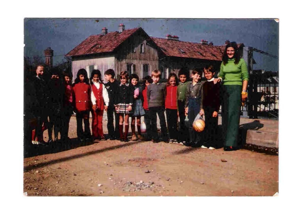 Sylviane Brunner avec sa classe en 1973